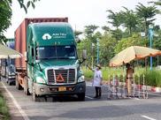 Chính phủ yêu cầu không kiểm tra xe chở hàng thiết yếu, lương thực phục vụ vùng có dịch COVID-19