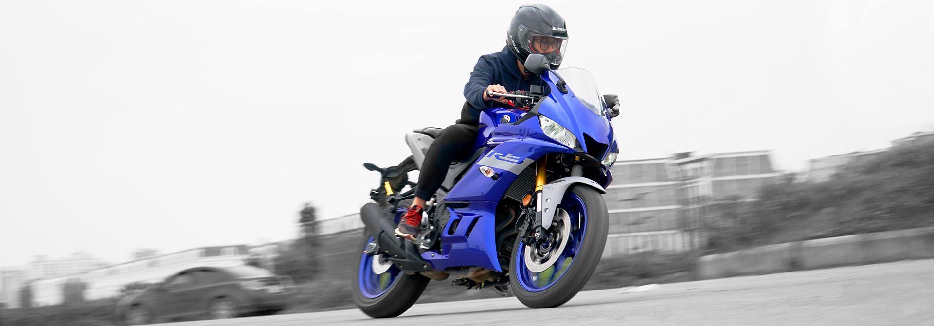 Soi chi tiết Yamaha R3 2020 nhập khẩu chính hãng