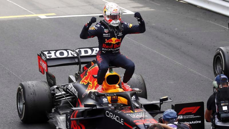 """Chặng 5 F1 2021: Verstappen xuất sắc giành ngôi đầu, Hamilton trình diễn """"thảm hại"""""""