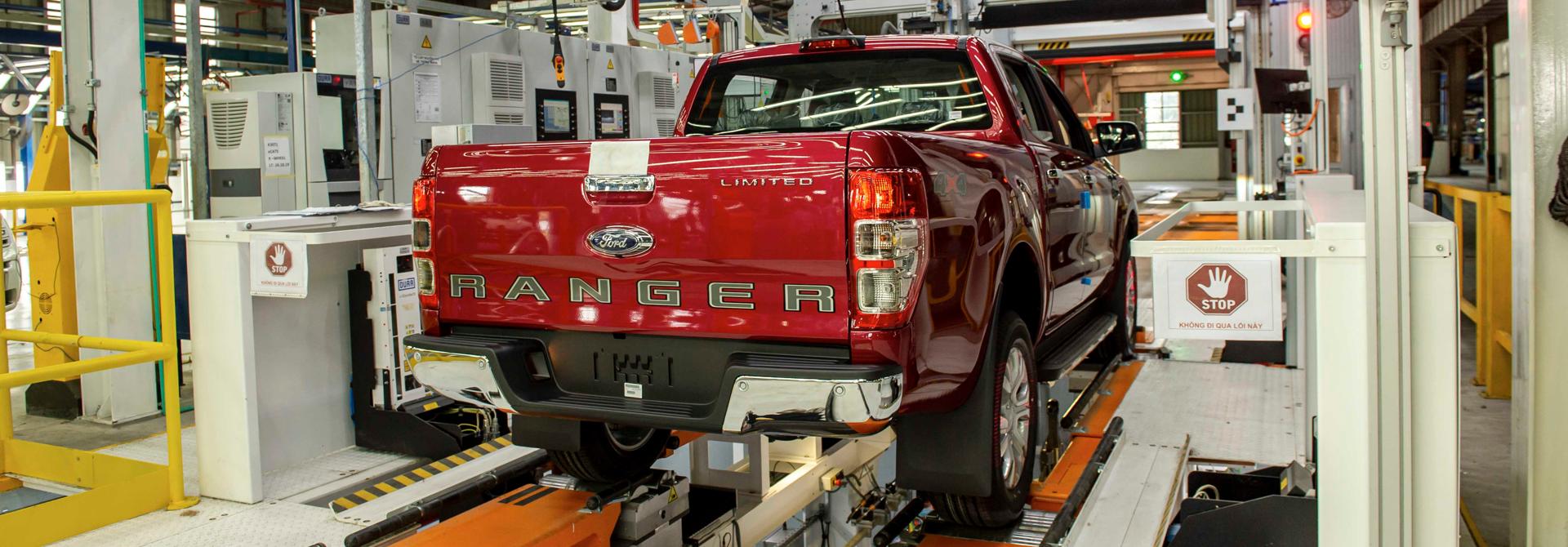 Cận cảnh dây chuyền lắp ráp bán tải Ford Ranger tại nhà máy Ford Hải Dương