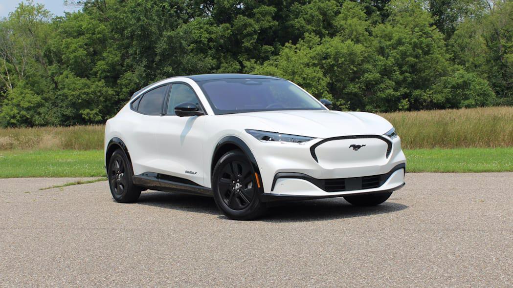 Ford triệu hồi Mustang Mach-E vì lỗi kính chắn gió và cửa sổ trời