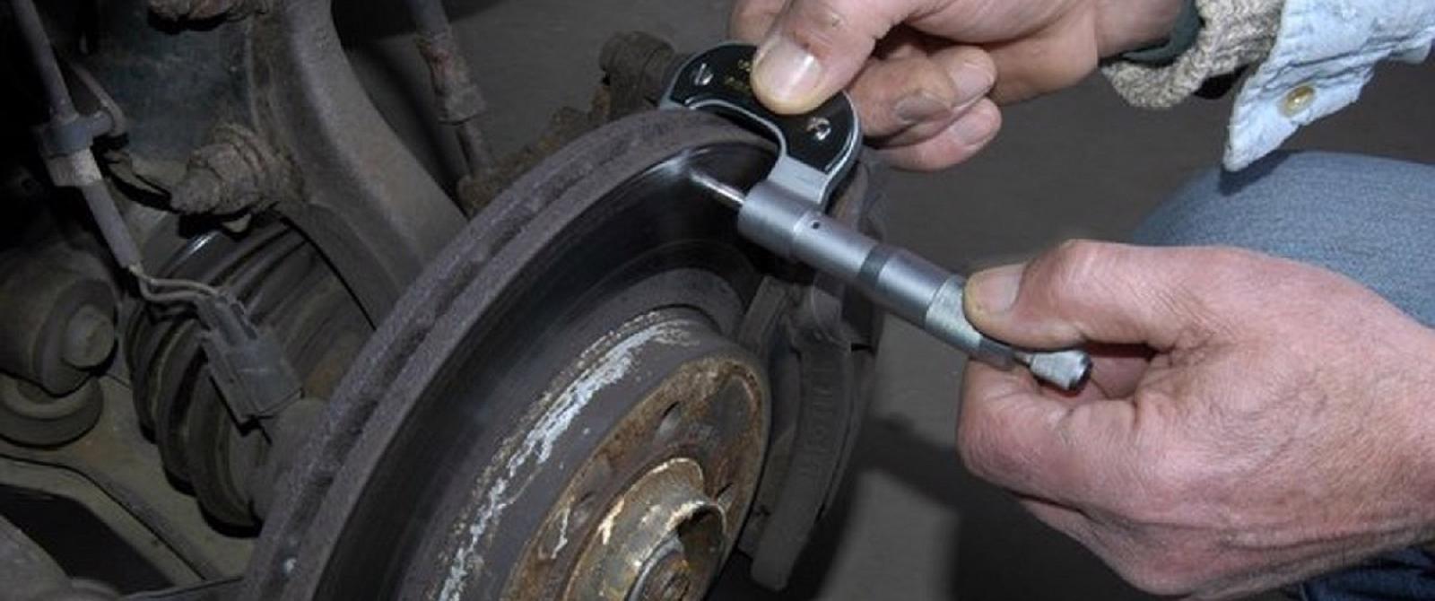 Xử lý như thế nào khi phanh xe ô tô bị bó cứng?