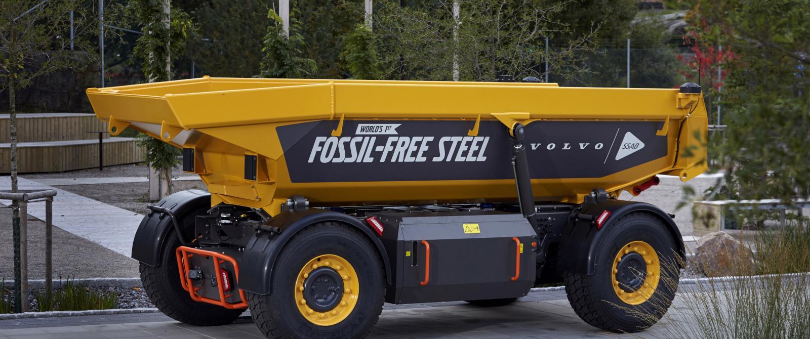 """Volvo tiết lộ chiếc xe đầu tiên làm bằng """"thép xanh"""" trên thế giới"""