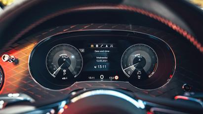 Lộ diện phiên bản Bentley Bentayga S - Ảnh 8