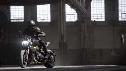 Ducati Diavel 1260 S 2022: Màu đẹp, nhiều trang bị hấp dẫn - Ảnh 2
