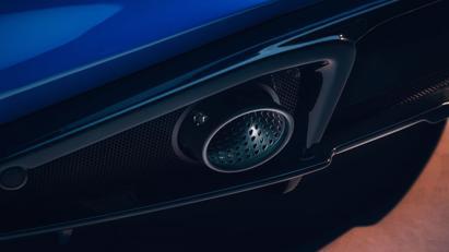 Lộ diện Lotus Emira 2022: Mẫu xe chạy động cơ đốt trong cuối cùng của Lotus - Ảnh 3