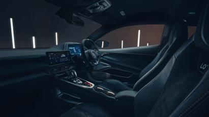 Lộ diện Lotus Emira 2022: Mẫu xe chạy động cơ đốt trong cuối cùng của Lotus - Ảnh 14