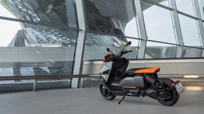 BMW ra mắt scooter điện tương lai CE 04 giá khởi điểm 11,795 USD - Ảnh 8