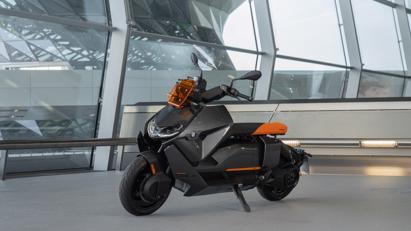 BMW ra mắt scooter điện tương lai CE 04 giá khởi điểm 11,795 USD - Ảnh 9