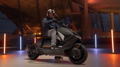 BMW ra mắt scooter điện tương lai CE 04 giá khởi điểm 11,795 USD - Ảnh 4