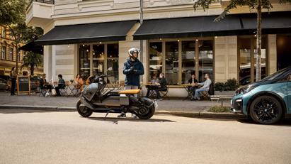 BMW ra mắt scooter điện tương lai CE 04 giá khởi điểm 11,795 USD - Ảnh 3