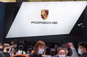 Hãng xe sang Porsche rót hơn 1 tỷ USD vào số hóa xe hơi