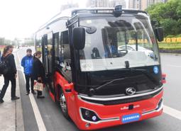 Xe buýt tự hành đầu tiên chính thức lăn bánh tại Trung Quốc
