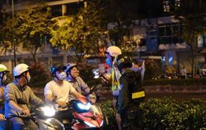 CSGT toàn quốc tăng cường xử phạt người dân không đeo khẩu trang