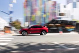 Có nên mua xe ô tô điện trong năm nay?
