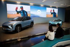 """Doanh số """"xe xanh"""" tại Trung Quốc tăng vọt"""