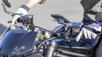 Apple cảnh báo camera của iPhone có thể bị hỏng do rung xe máy