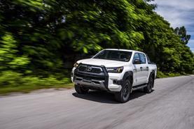 Giá lăn bánh xe bán tải Toyota Hilux 2020 vừa về Việt Nam