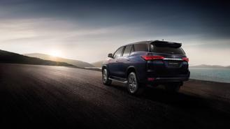 Toyota Fortuner 2021 lộ diện, Kia Sorento vừa ra đã gặp đối thủ lớn