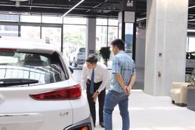 Thị trường ô tô lần đầu tiên tăng trưởng dương sau nhiều tháng âm