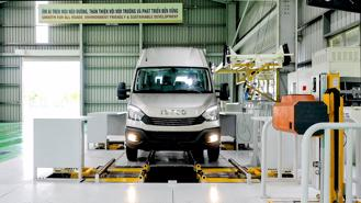 Cận cảnh dây chuyền sản xuất xe bus THACO