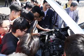"""Xe hybrid có phải là mẫu """"xe xanh"""" phù hợp nhất với Việt Nam?"""