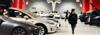"""Tesla """"đòi"""" 22.500 USD phí sửa pin, Youtuber đưa xe ra ngoài sửa chỉ hết... 5.000 USD"""