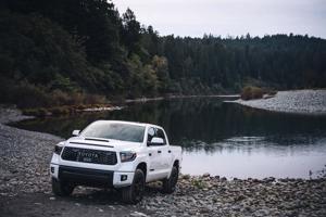 Toyota ra mắt bán tải Tundra 2022 mới, động cơ hybrid