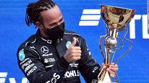 Lewis Hamilton lập kỷ lục chiến thắng thứ 100, giành lại ngôi đầu tại GP Nga