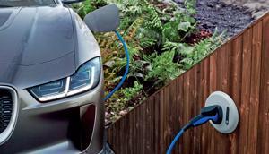 Khủng hoảng năng lượng ở Anh: Người dân đổ xô tìm kiếm, đăng ký xe điện