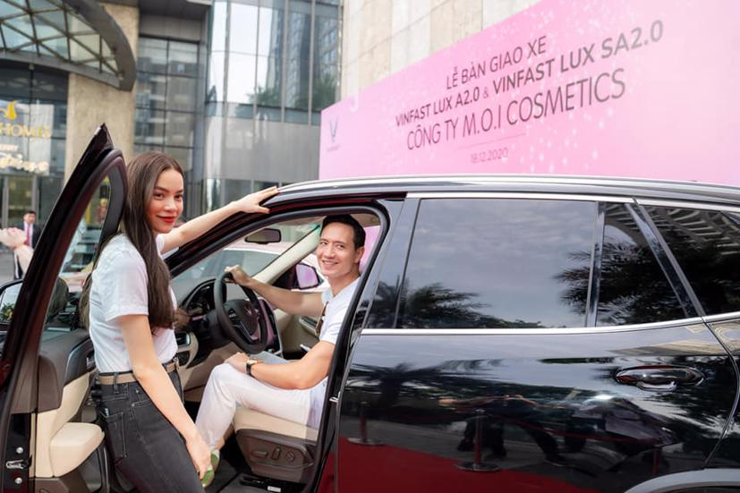 Vừa qua, ca sỹ Hồ Ngọc Hà đã mua một lúc đủ bộ xe ô tô VinFast, từ Fadil đến Lux A2.0, SA2.0 và President