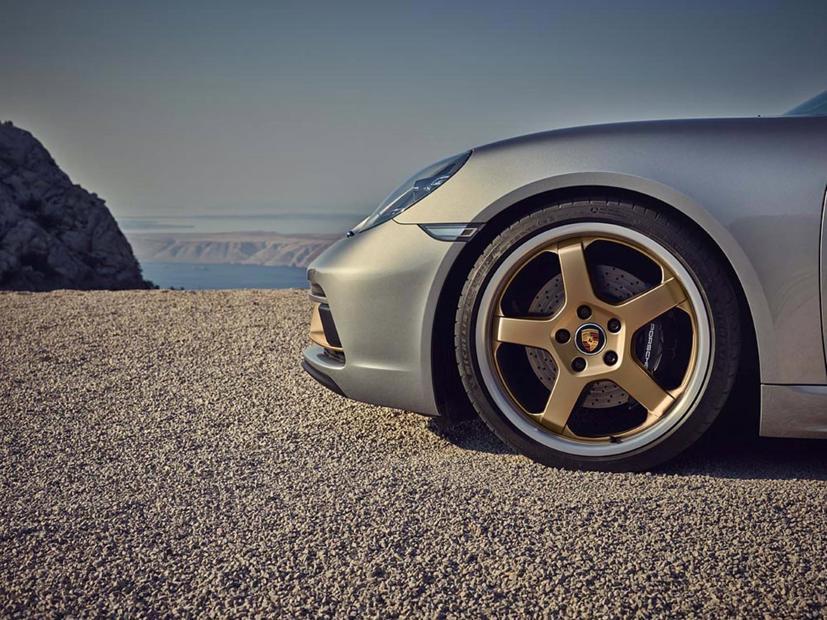 Porsche Boxster ra phiên bản kỷ niệm 25 năm - Ảnh 2