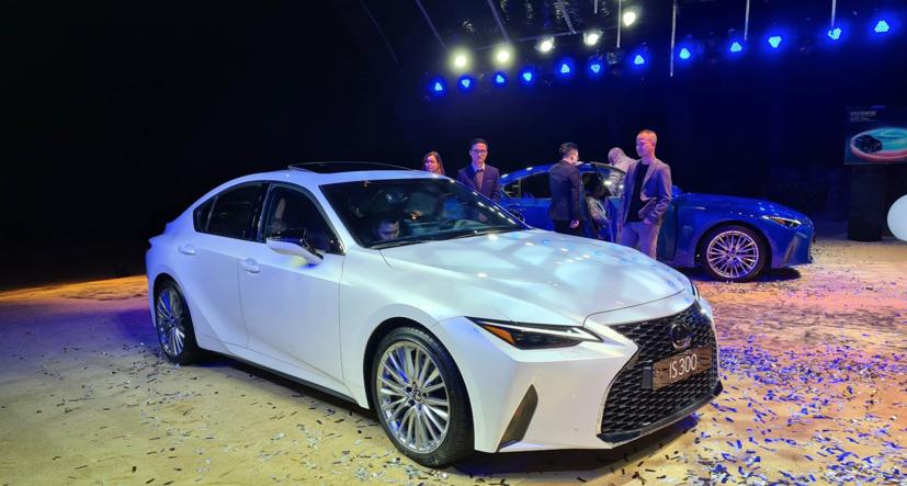 Lexus IS đời 2021 chính thức ra mắt tại Việt Nam - Ảnh 1