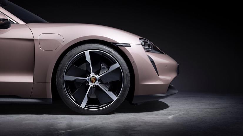 Porsche Taycan ra mắt xe điện giá rẻ - Ảnh 2