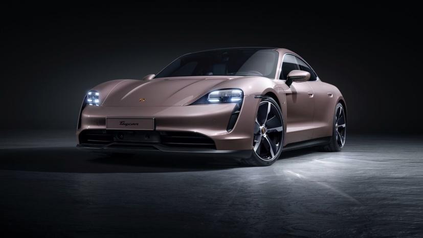 Mẫu xe điện Porsche Taycan vừa ra mắt có mức giá chỉ khoảng 2 tỷ đồng, rẻ hơn nhiều so với một chiếc 911, và được trang bị công nghệ tốt hơn, nội thất tuyệt vời.