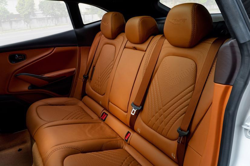 Aston Martin DBX - siêu SUV giá gần 16,7 tỷ đồng - Ảnh 13