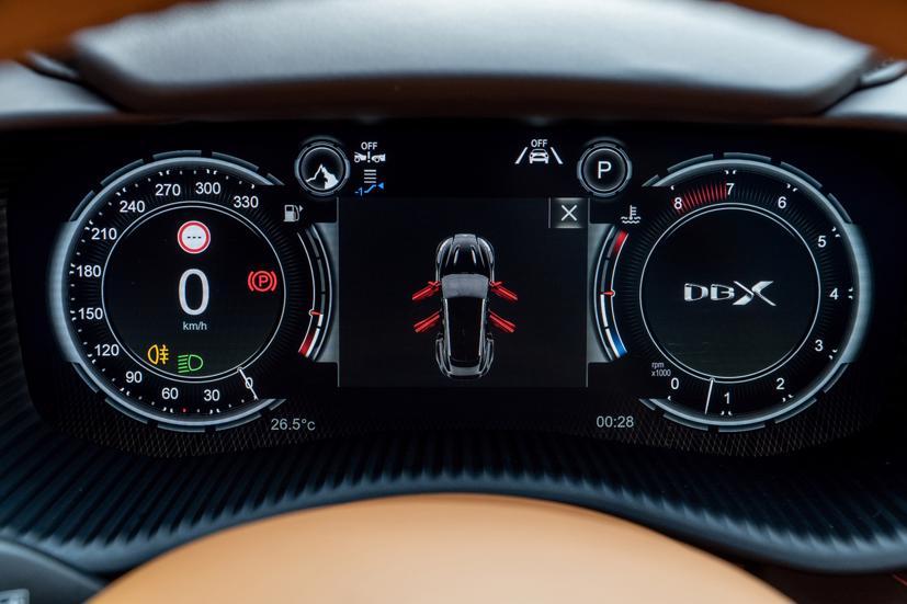 Aston Martin DBX - siêu SUV giá gần 16,7 tỷ đồng - Ảnh 9