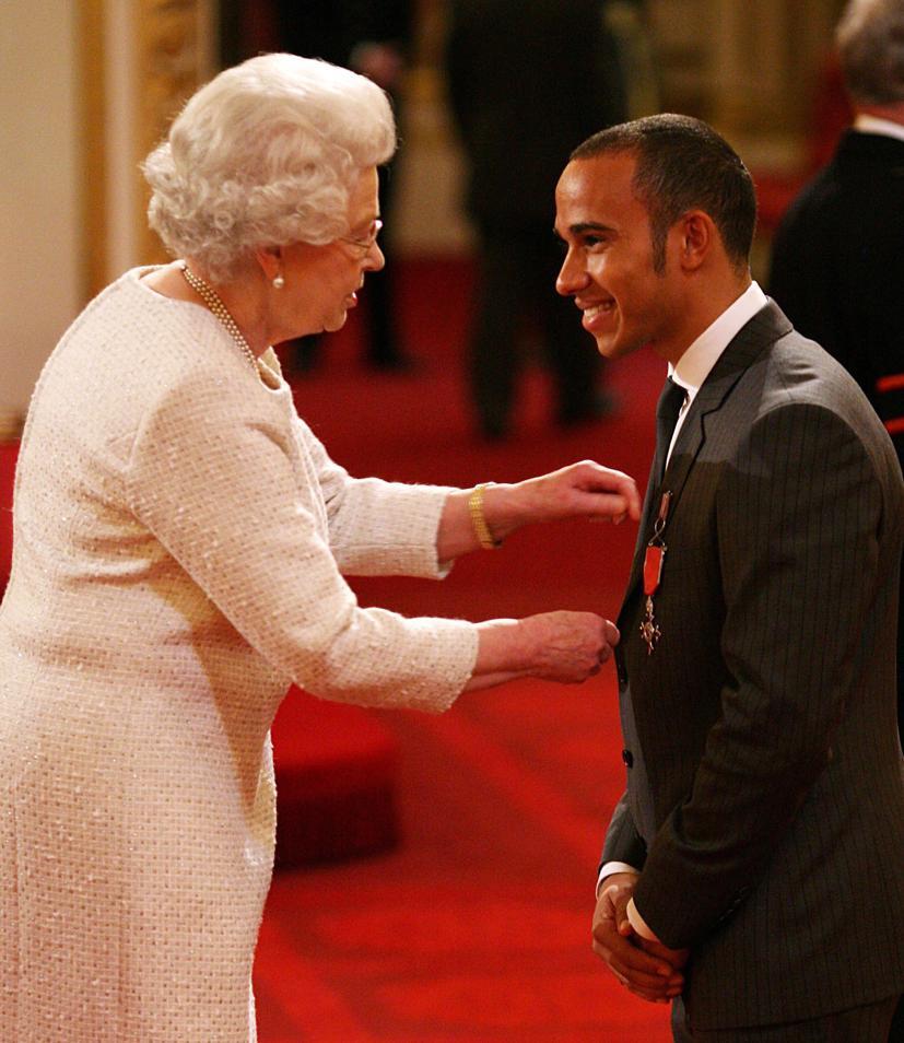 Tay đua người Anh đã nhận tước Hiệp sĩ trong năm 2020 vì thành tích đặc biệt xuất sắc của mình.