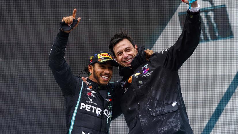 Lewis Hamilton đã gia hạn hợp đồng với đội đua F1Mercedes-AMG. Ảnh: Top Gear.