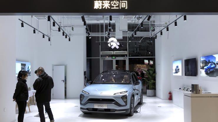 Cổ phiếu của các công ty xe ô tô điện Trung Quốc Nio, Xpeng Motors và Li Auto tăng vọt trong mấy ngày qua. Doanh số bán hàng dự kiến cũng rất cao. Đây thực sự là lực lượng cạnh tranh lớn của Tesla, hãng xe điện số 1 toàn cầu.