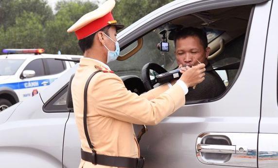 2 tuần cao điểm, xử lý gần 10.000 lái xe bị phát hiện vi phạm nồng độ cồn, ma túy - Ảnh 1