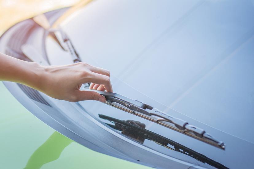 Cần gạt nước ô tô là một bộ phận quan trọng, cần được chăm sóc thường xuyên.