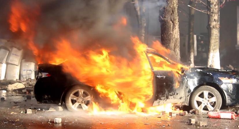 Vào những ngày nắng nóng, nhiệt độ cao, cộng thêm những yếu tố dễ bắt cháy sẽ dẫn đến nguy cơ cao cháy nổ đối với ô tô của bạn. Vì thế, các bạn cần có những giải pháp kiểm tra, trang bị phòng, chống cháy nổ ô tô.