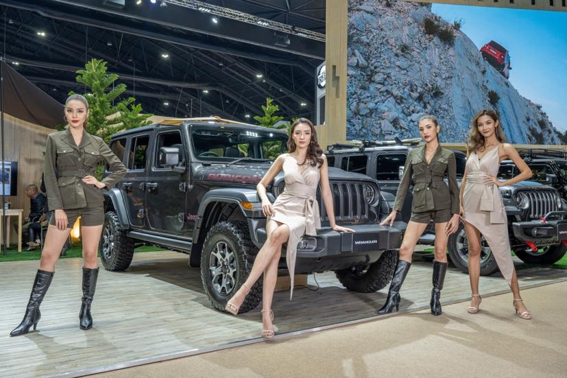 Ngắm dàn siêu mẫu cực nóng bỏng tại triển lãm Bangkok International Motor Show 2021 - Ảnh 7