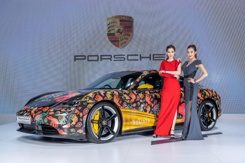Ngắm dàn siêu mẫu cực nóng bỏng tại triển lãm Bangkok International Motor Show 2021 - Ảnh 11