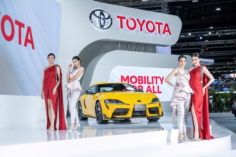 Ngắm dàn siêu mẫu cực nóng bỏng tại triển lãm Bangkok International Motor Show 2021 - Ảnh 15