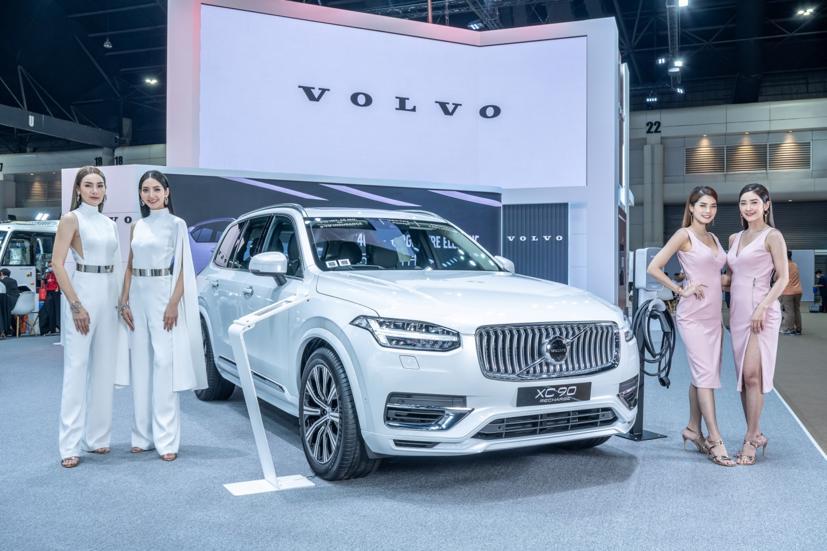 Ngắm dàn siêu mẫu cực nóng bỏng tại triển lãm Bangkok International Motor Show 2021 - Ảnh 16