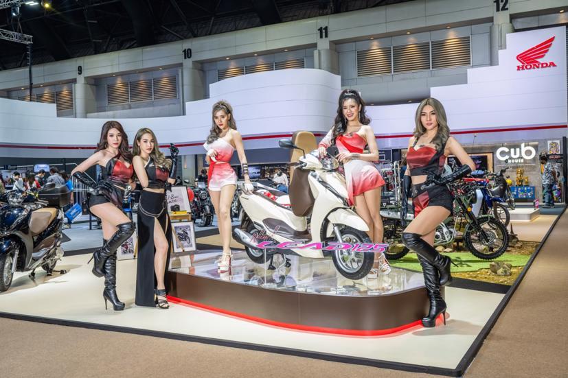 Ngắm dàn siêu mẫu cực nóng bỏng tại triển lãm Bangkok International Motor Show 2021 - Ảnh 19