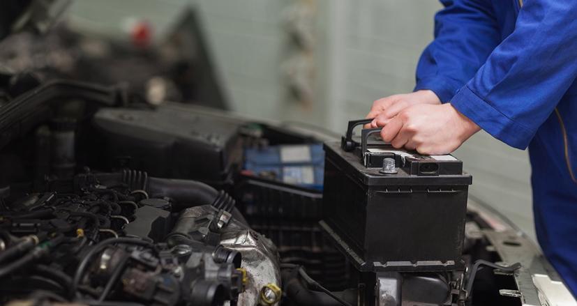 Bất kì xe ô tô nào hiện nay cũng được trang bị bình ắc quy giúp khởi động xe và cung cấp nguồn điện cho các thiết bị điện trên xe.
