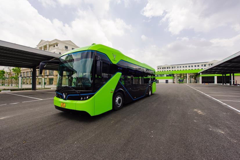 Xe buýt điện VinBus chính thức vận hành tại Hà Nội - Ảnh 1